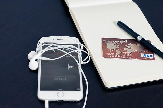 Płatności smartfonem nadal daleko w tyle