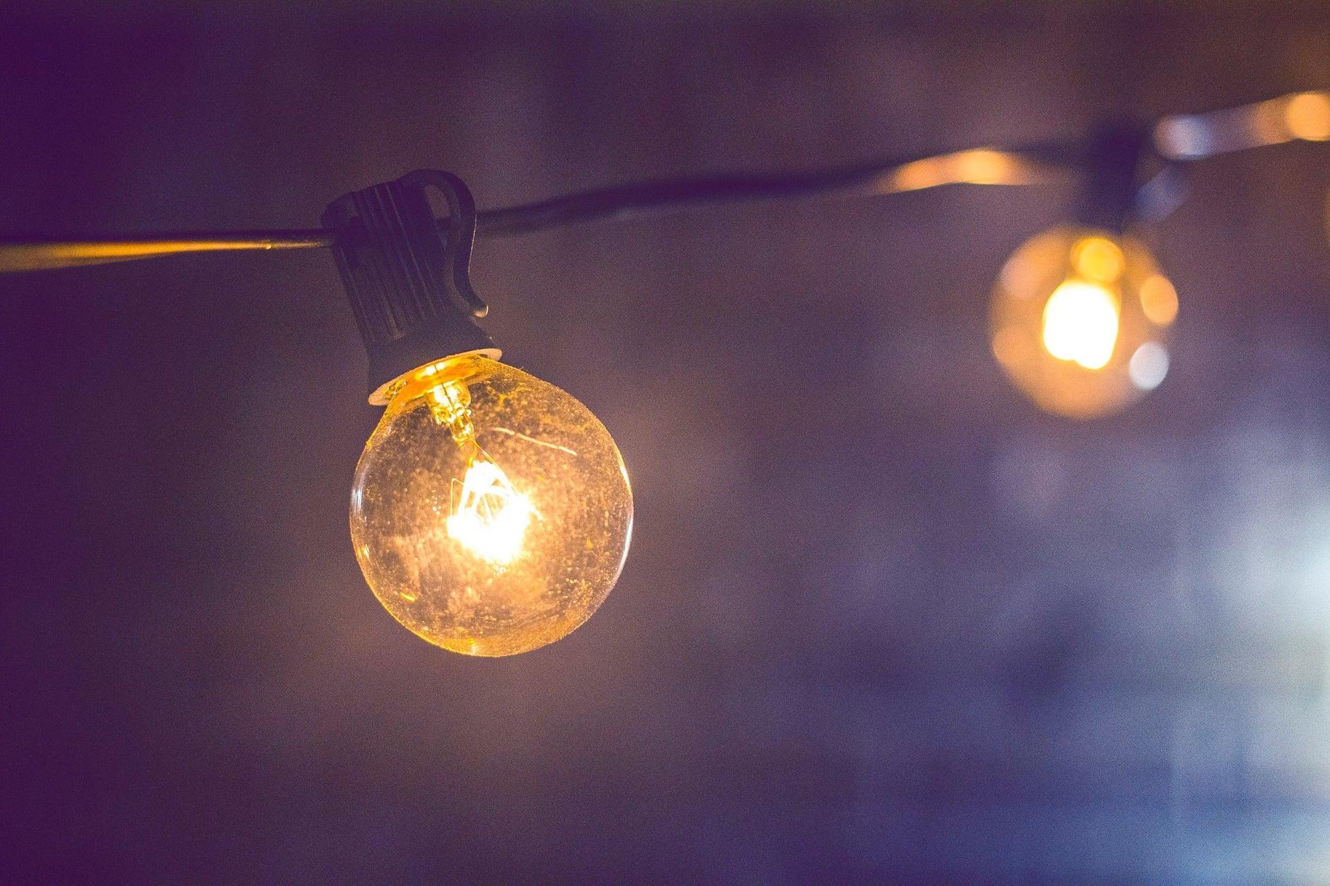 jak mniej płacić za prąd