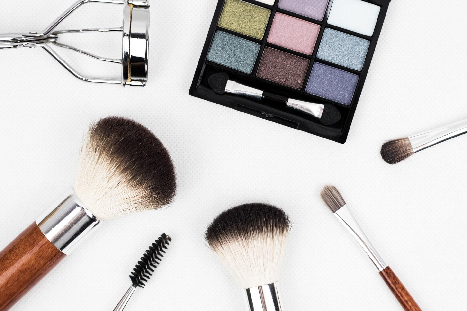 tani makijaż jest możliwy?